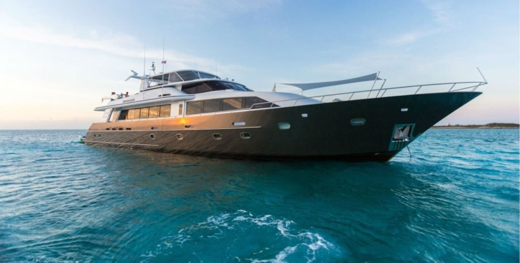 Portrait of a superyacht in the Caribbean - Super Yacht Charters for Scuba Diving
