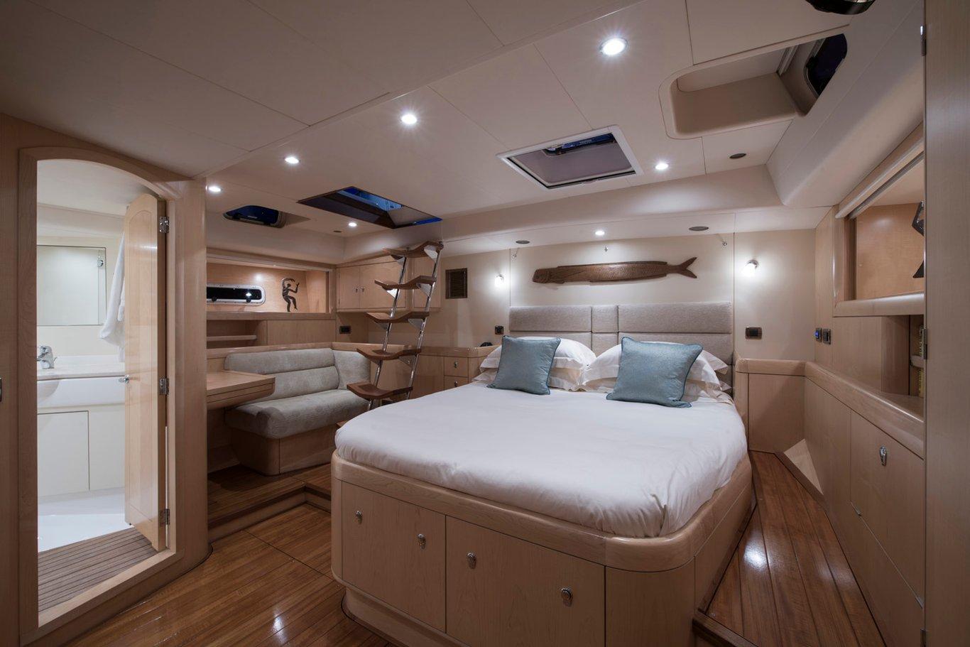 New England Sailboat charter yacht Dama de Noche master cabin