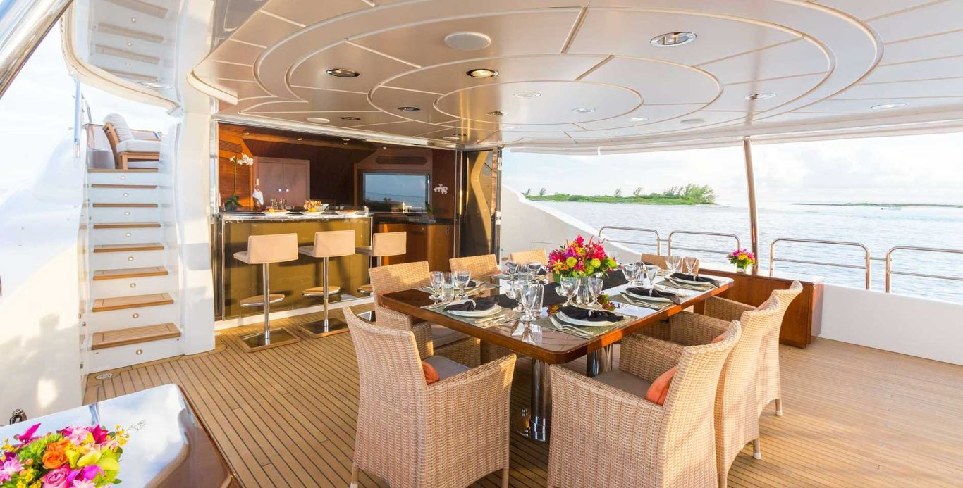 Dining on a St. Thomas Motor Yacht Charter
