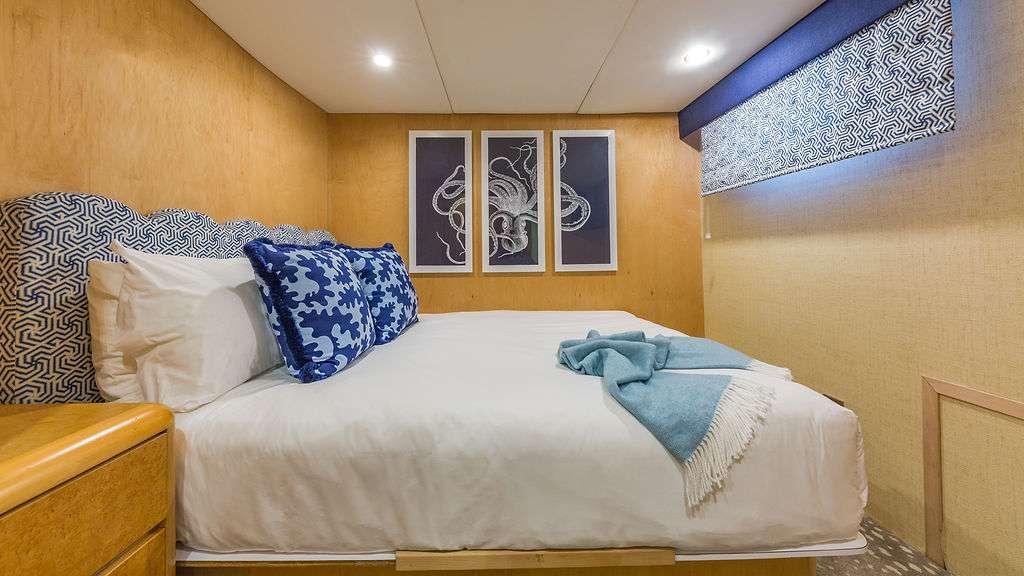 Motor Yacht 'ALEXANDRA JANE' Guest Stateroom double, 10 PAX, 4 Crew, 110.00 Ft, 33.00 Meters, Built 1995, Broward, Refit Year 2019