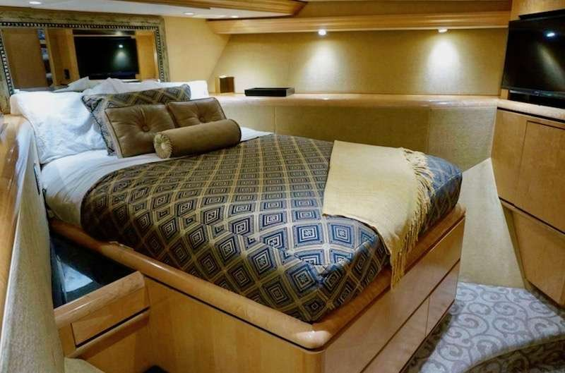 Motor Yacht 'LADY SHARON GALE' VIP Queen Bed Stateroom, 10 PAX, 4 Crew, 112.00 Ft, 34.00 Meters, Built 1998, Broward, Refit Year 2018