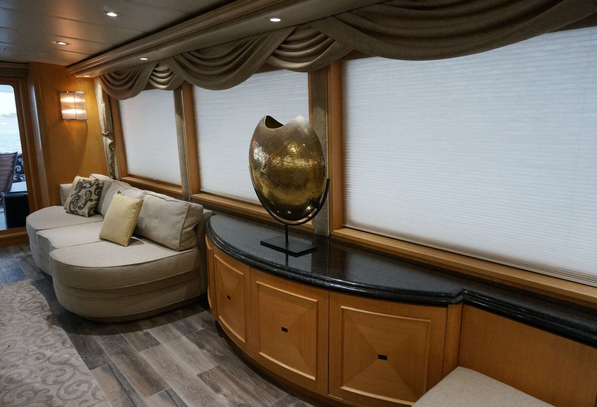 Motor Yacht 'LADY SHARON GALE' Salon, 10 PAX, 4 Crew, 112.00 Ft, 34.00 Meters, Built 1998, Broward, Refit Year 2018