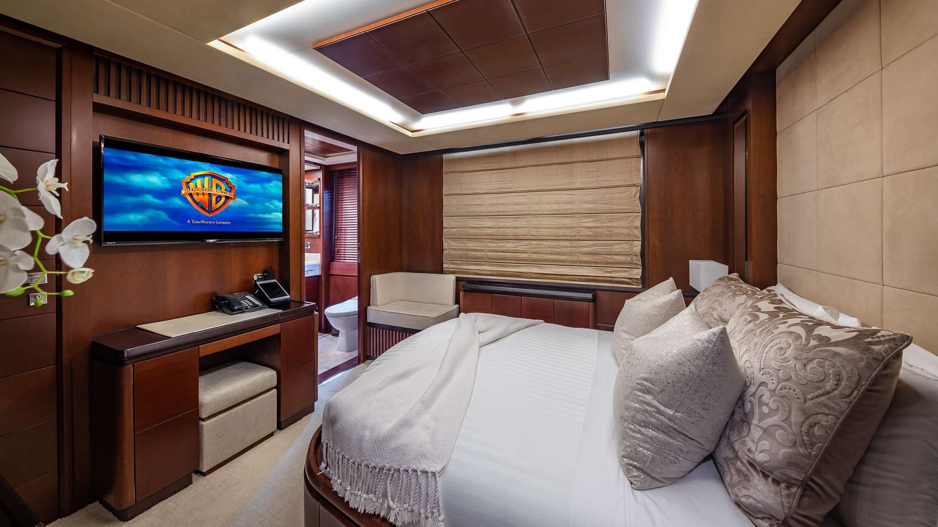 Motor Yacht 'TAIL LIGHTS' Queen Stateroom, 12 PAX, 6 Crew, 116.00 Ft, 35.00 Meters, Built 2011, Azimut, Refit Year 2016