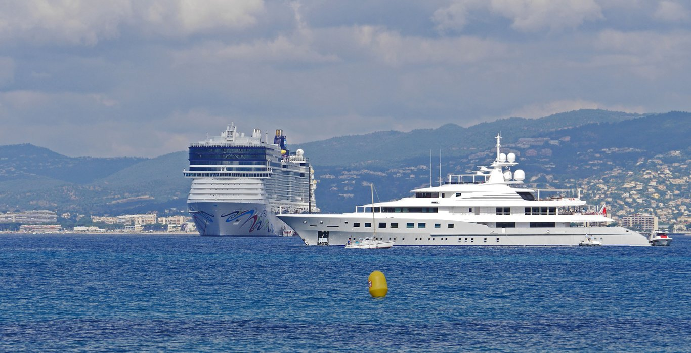 Cruise Ship VS Luxury Yacht Charter Costs – Which One Offers the Best Value?