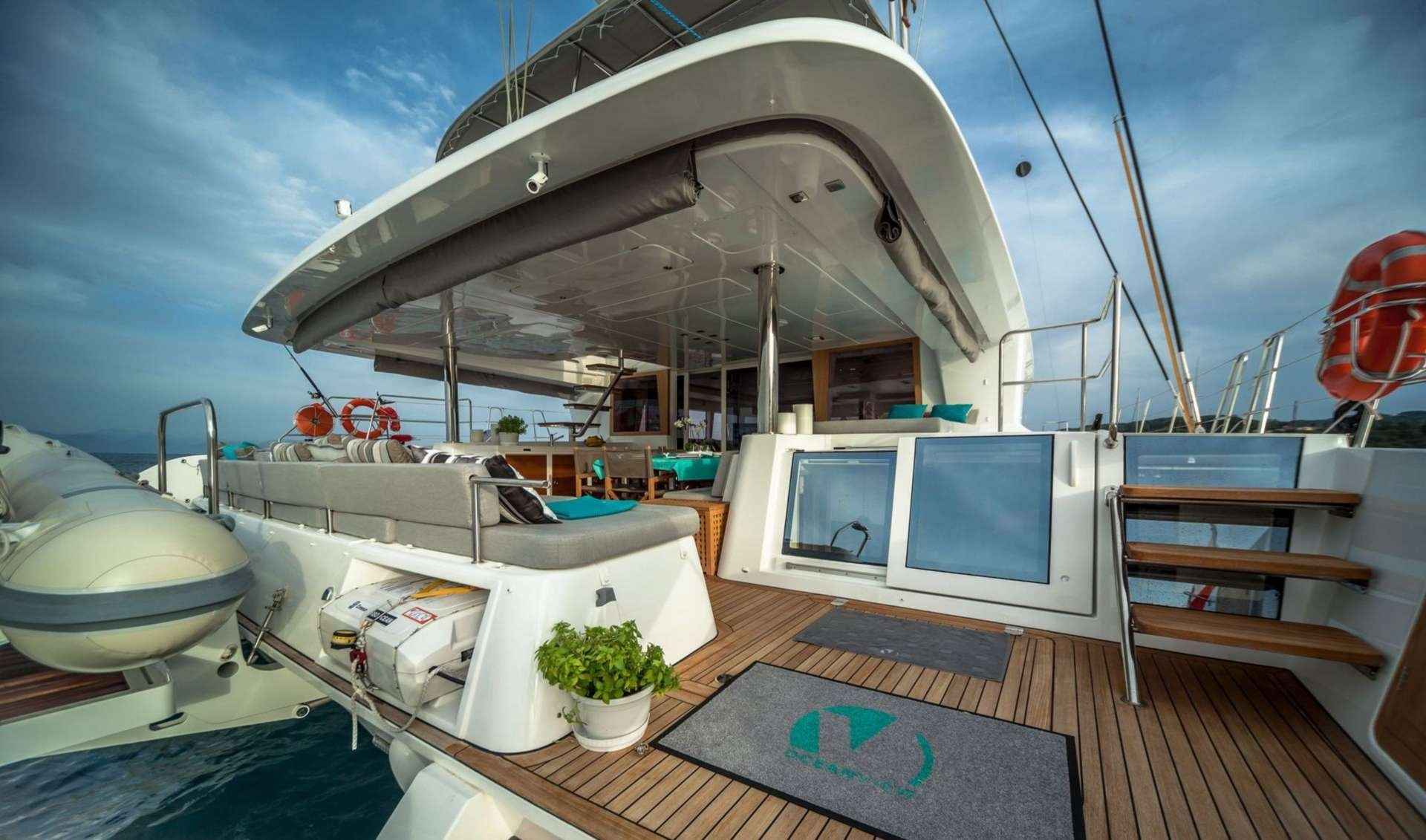 Catamaran Yacht 'OCEAN VIEW' Aft deck, 6 PAX, 2 Crew, 62.00 Ft, 18.00 Meters, Built 2014, Lagoon, Refit Year 2016