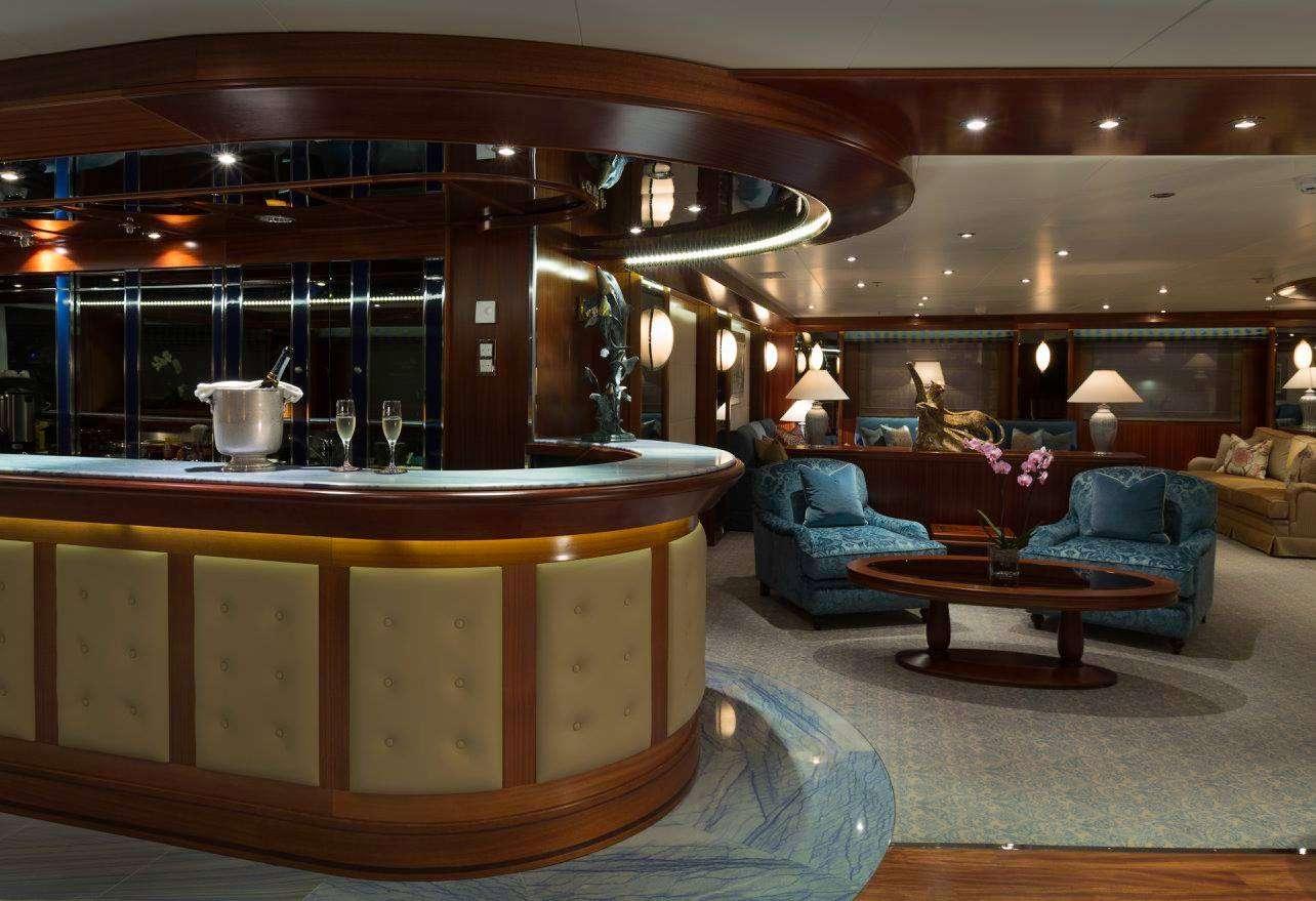Motor Yacht 'LAUREN L' Salon Bar, 40 PAX, 295.00 Ft, 90.00 Meters, Built 2002, Cassens Werft, Refit Year 2008/2015