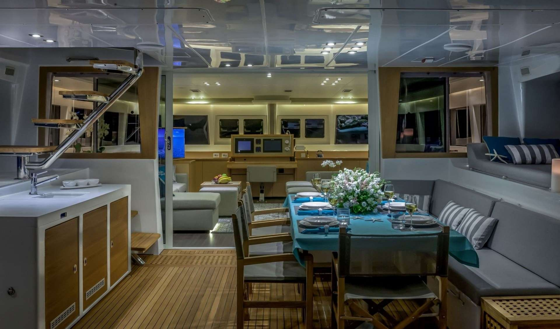 Catamaran Yacht 'OCEAN VIEW' Alfresco dining, 6 PAX, 2 Crew, 62.00 Ft, 18.00 Meters, Built 2014, Lagoon, Refit Year 2016