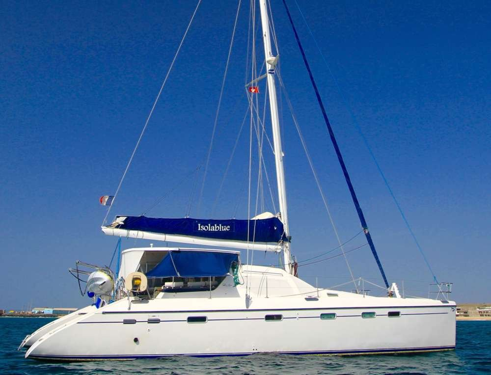 Catamaran Yacht 'ISOLABLUE', 6 PAX, 2 Crew, 49.00 Ft, 14.00 Meters, Built 2001, PRIVILEGE ALLIAURA MARINE GROUP, Refit Year 2016/2017
