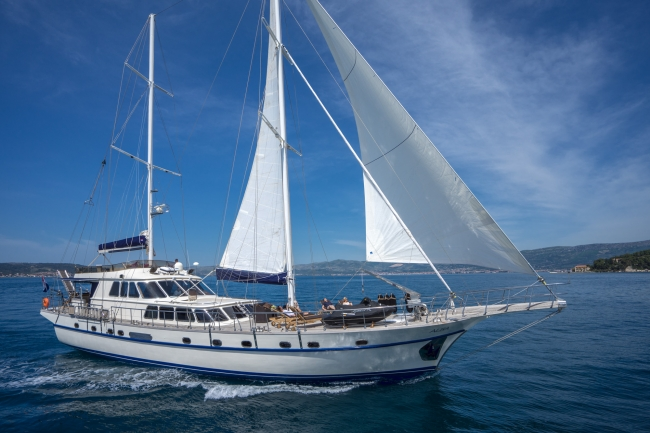 Alba is a 98.4' – 10 guests - Luxury Gulet Charters in Croatia
